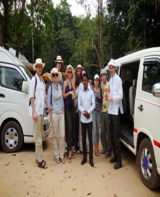 taxi service in siem reap, travel in asia, travel to cambodia, visit siem reap, tuk tuk professional driver, best driver around temople